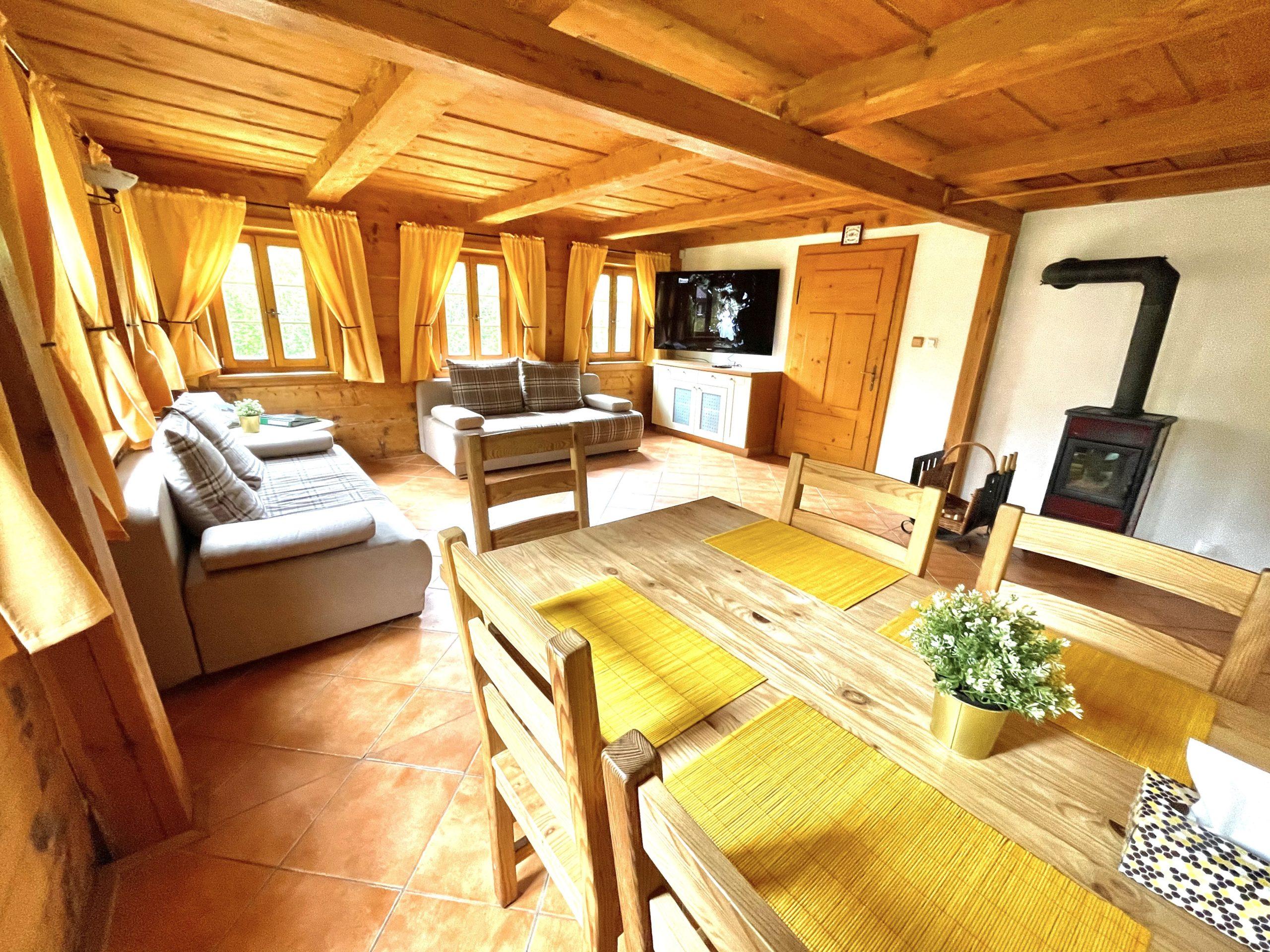 Obývací pokoj s kuchyňským koutem - Chalupa Lužické hory